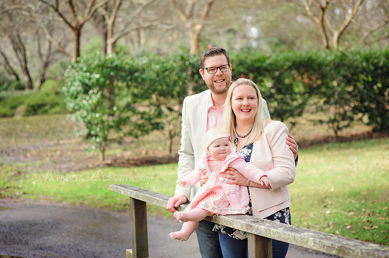 Family photography in Sydney. LIttle girl and her parents photo portraits.